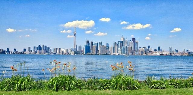 civs-golden-visa-toronto-skyline-pic